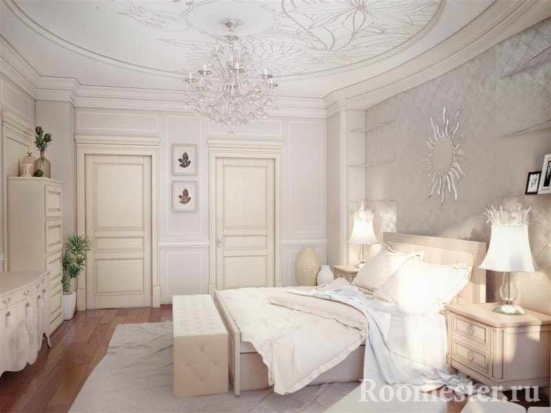 Отделка потолка спальни трафаретом