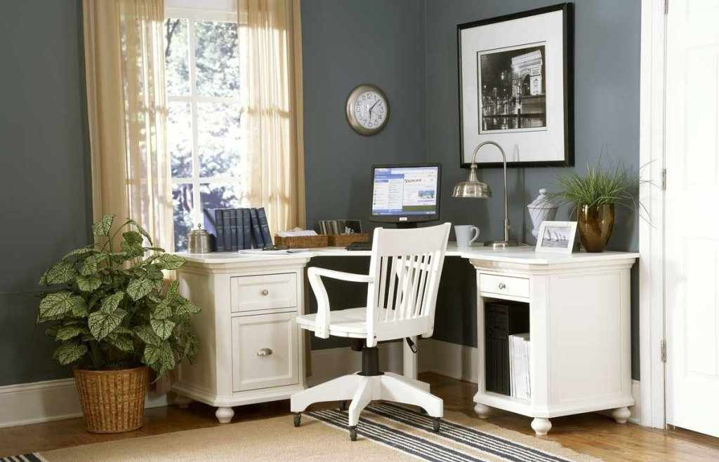 Угловой рабочий стол в интерьере