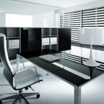 Рабочий стол в интерьере в стиле хай-тек