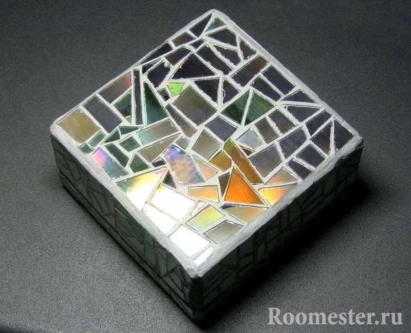Декор шкатулки из кусочков зеркала