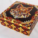 Тигр на шкатулке