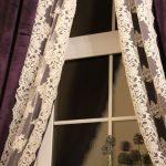 Сиреневые шторы с белым кружевом