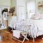 Спальня с винтажным интерьером