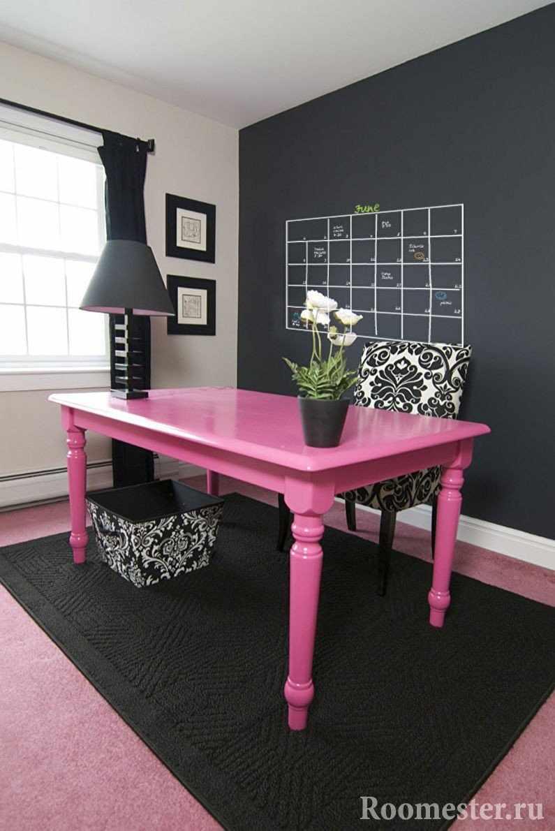 Окрашенный стол
