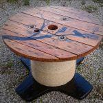 Декор стола из электрической катушки