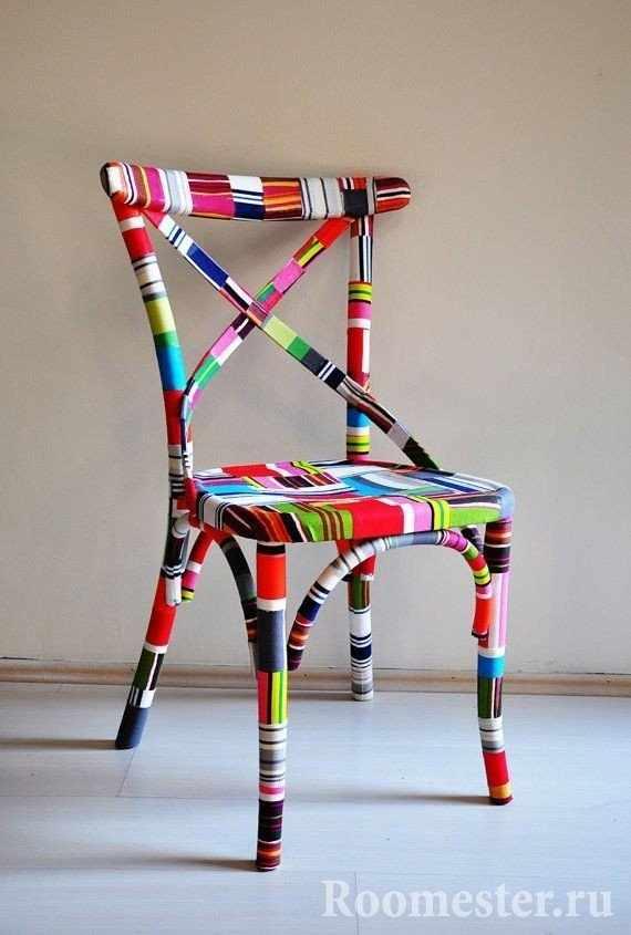 Оклейка стула разноцветными наклейками