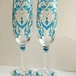 Голубые узоры на бокалах