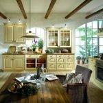 Стильный декор кухни в частном доме