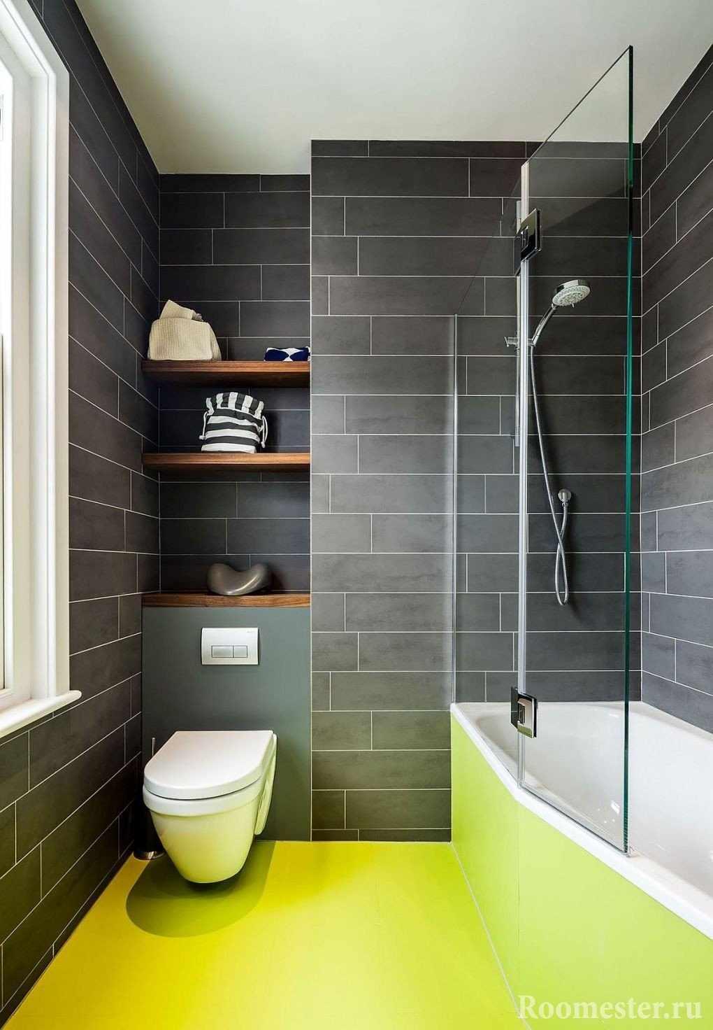 Черная плитка и лимонный пол в ванной