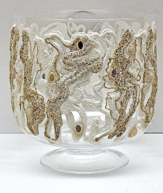 Рисунок из песка на вазе