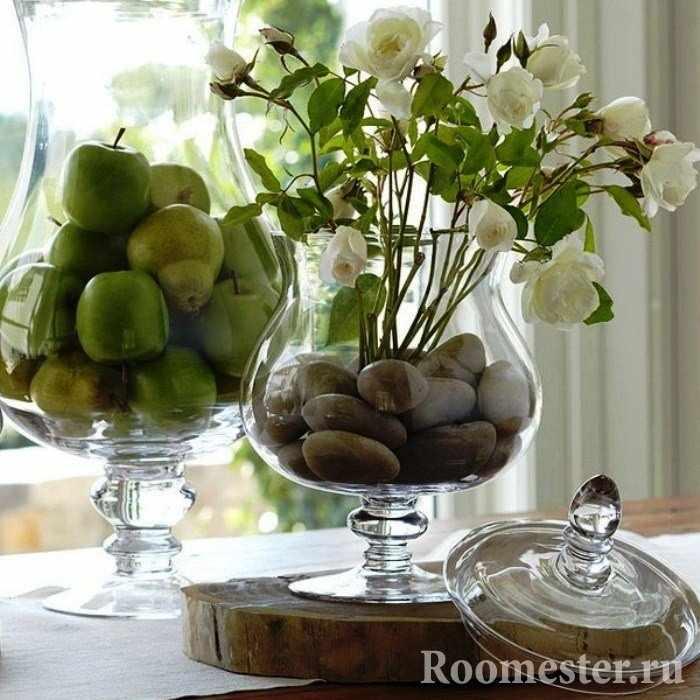 Декор вазы камнем и фруктами