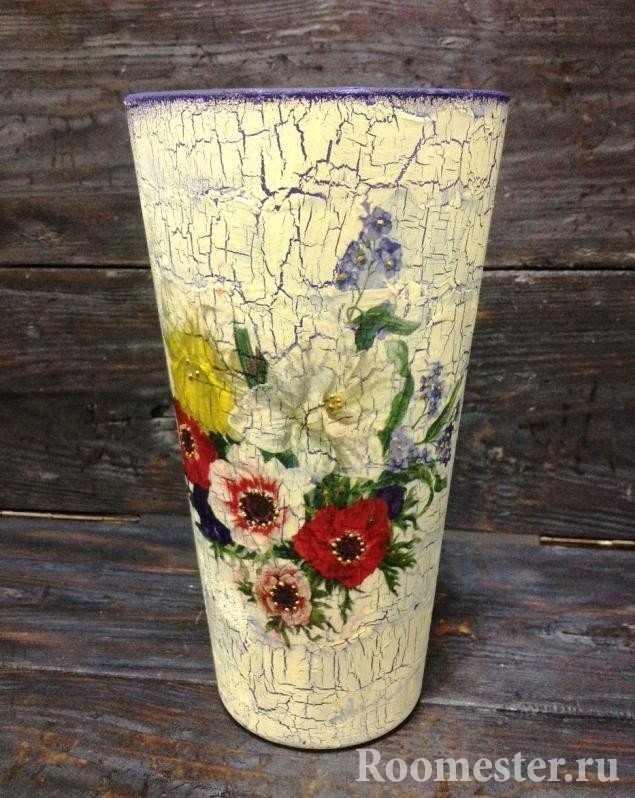 Нежные цветы на вазе