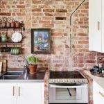 Кладка кирпича в кухне