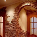 Облицовка арки плиткой под камень