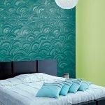 Волны на стене в спальне