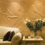 Отделка стен декоративной штукатуркой в виде бутонов роз