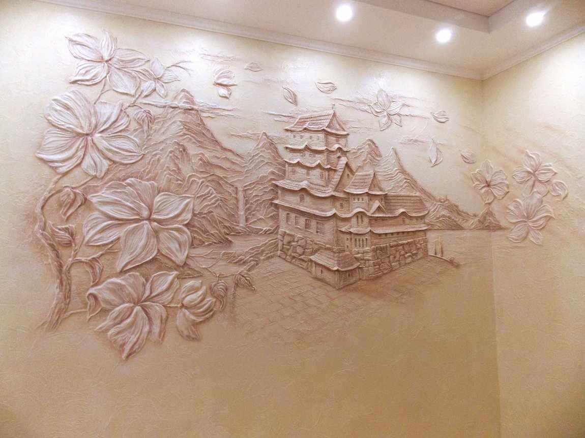 Объемный рисунок с домом и деревьями из декоративной штукатурки