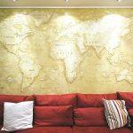 Карта из штукатурки на стене
