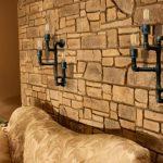 Оригинальные светильники над диваном