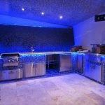 Кухня с синей подсветкой