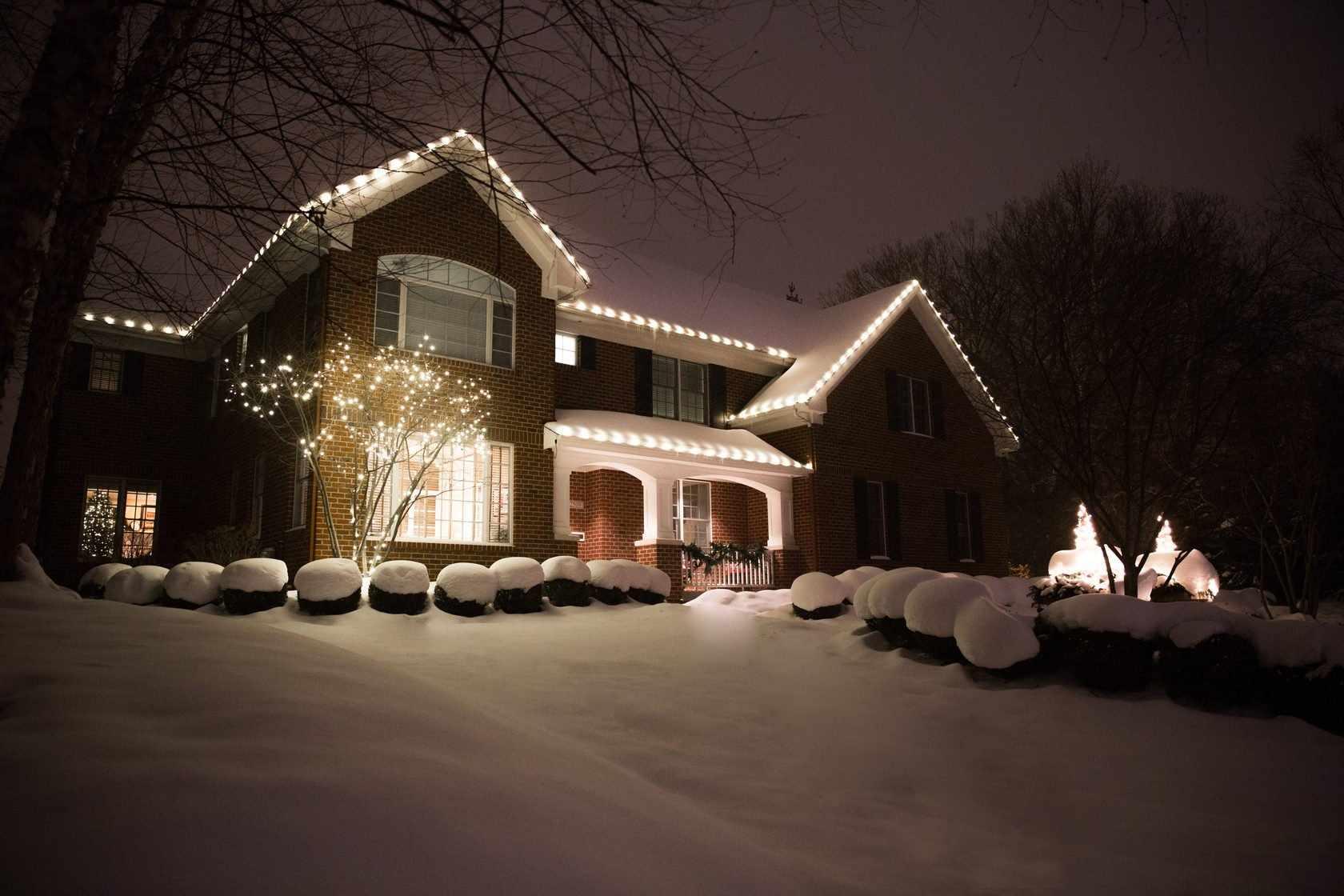 Освещение дома зимой