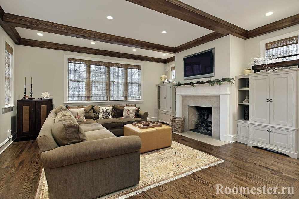 Потолок с декоративными балками