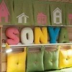 Подушки и буквы на стене