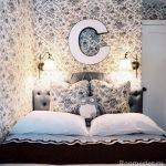 Буква над кроватью