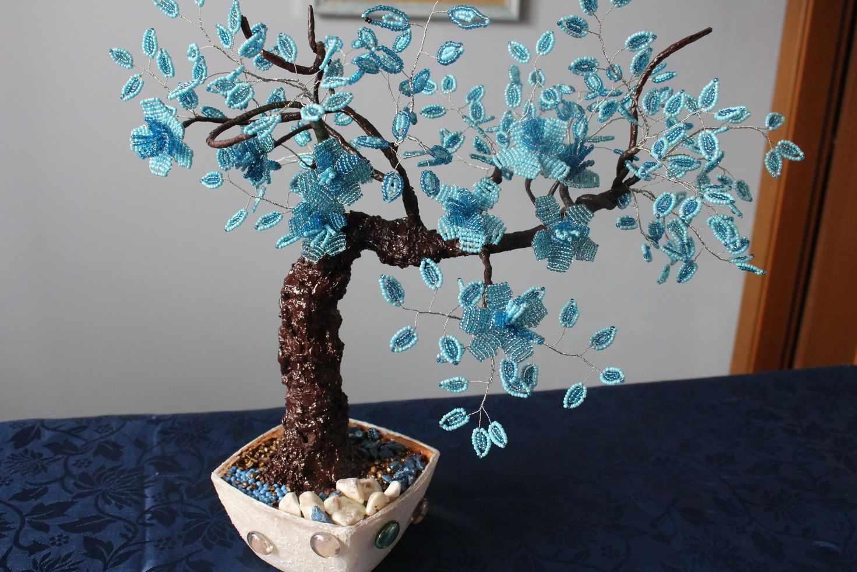 Деревце с ветками из бисера
