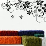 Цветы с бабочками на стене