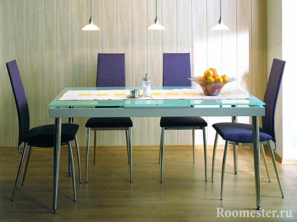 Светлые панели в столовой