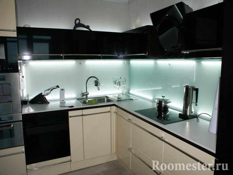 Кухонный фартук из стеклянной панели