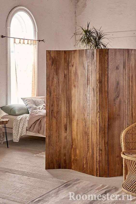 Стильная деревянная ширма
