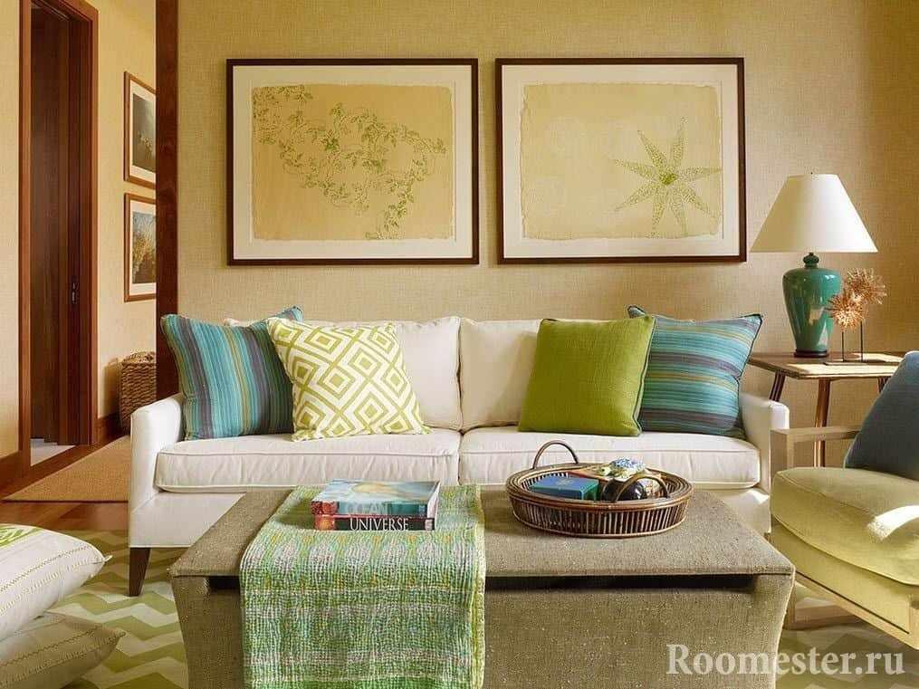 Разноцветные декоративные подушки