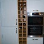 Встроеные полки для бутылок на кухне