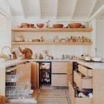 Кухня и полки из ДСП