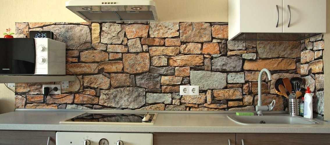 Фартук из камня на кухне