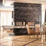 Черная стена из декоративного камня в дизайне квартиры