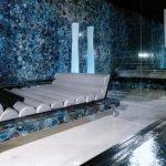 Применение голубого натурального камня в отделке комнаты