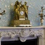 Часы со статуэтками