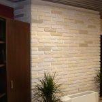 Декор стены гипсовой плиткой