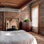 Спальня с большим напольным зеркалом