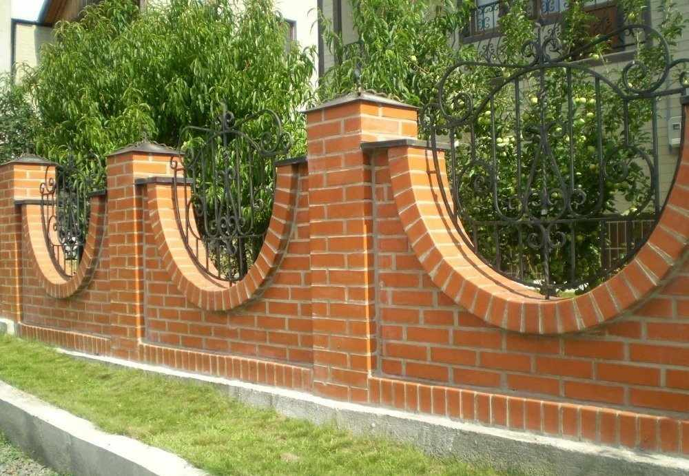 Забор из кирпича на участке
