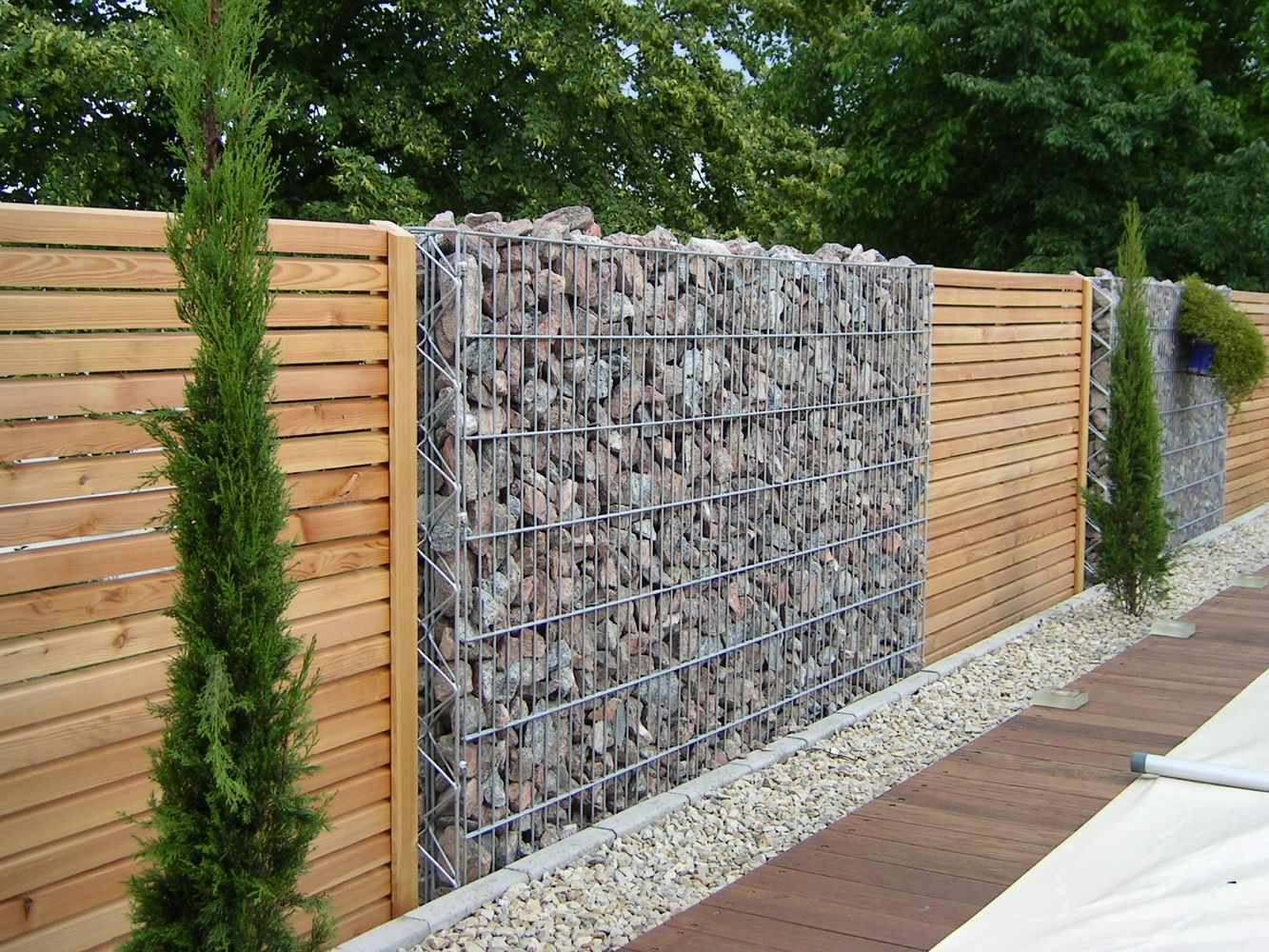 Каменный декоративный забор