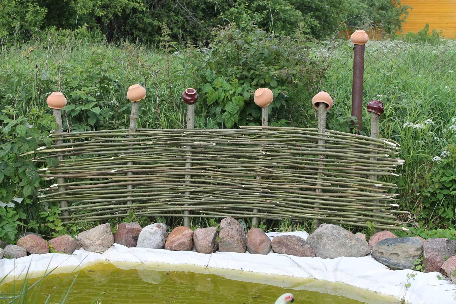 Дачный плетеный забор