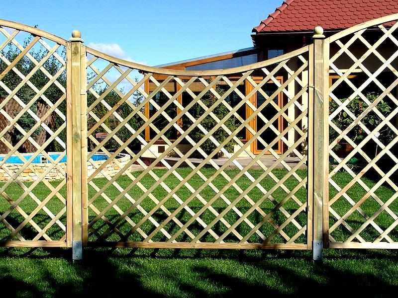 Изящный забор из реек