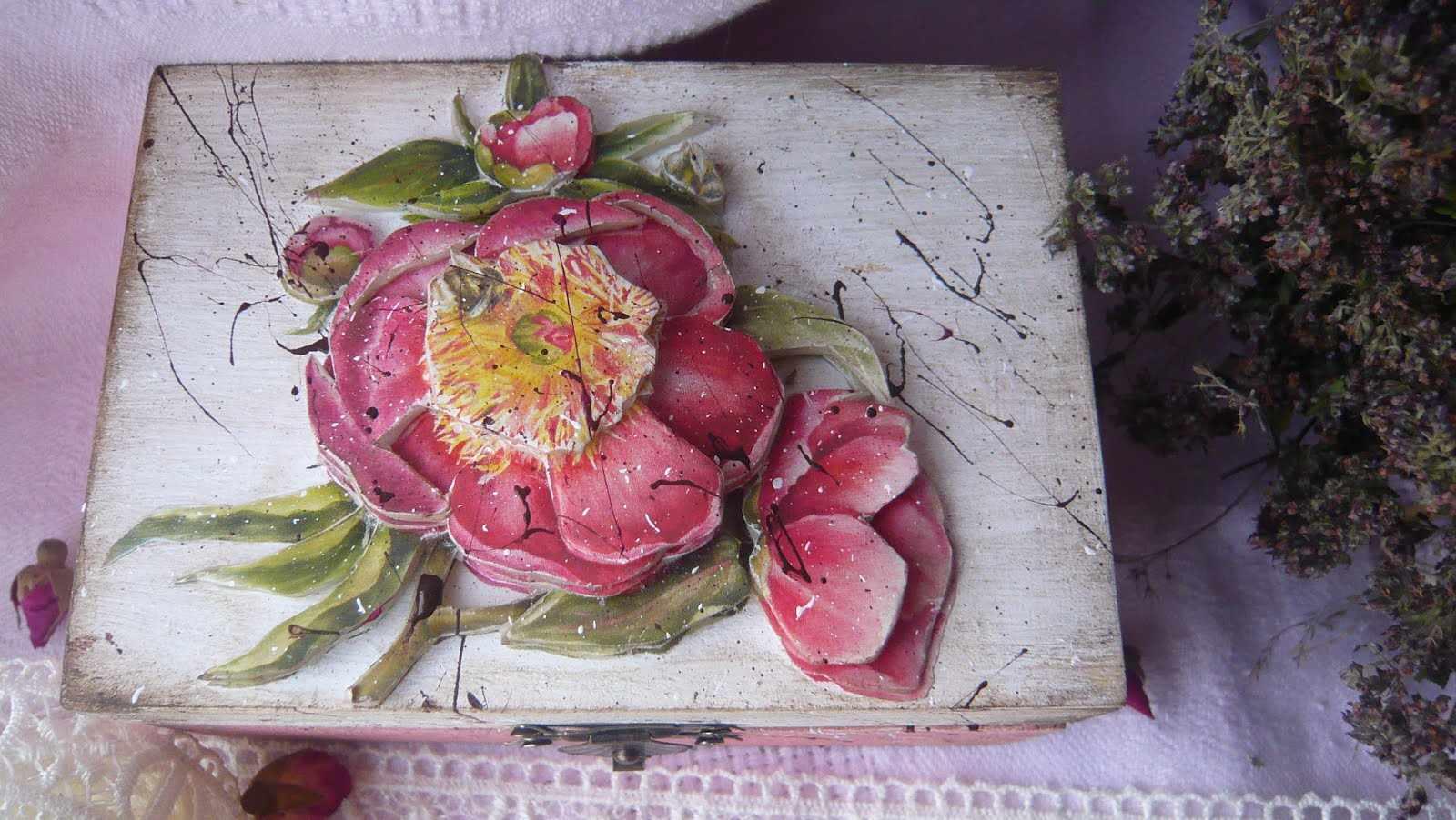 Шкатулка с объемным цветком