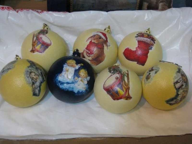 Декупаж новогодних шаров с помощью салфеток