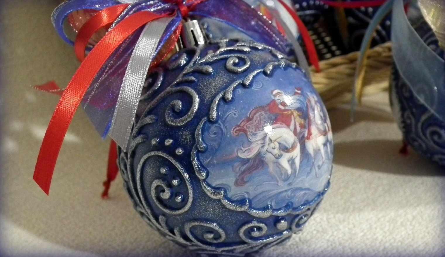 Рельефный декупаж новогоднего шара