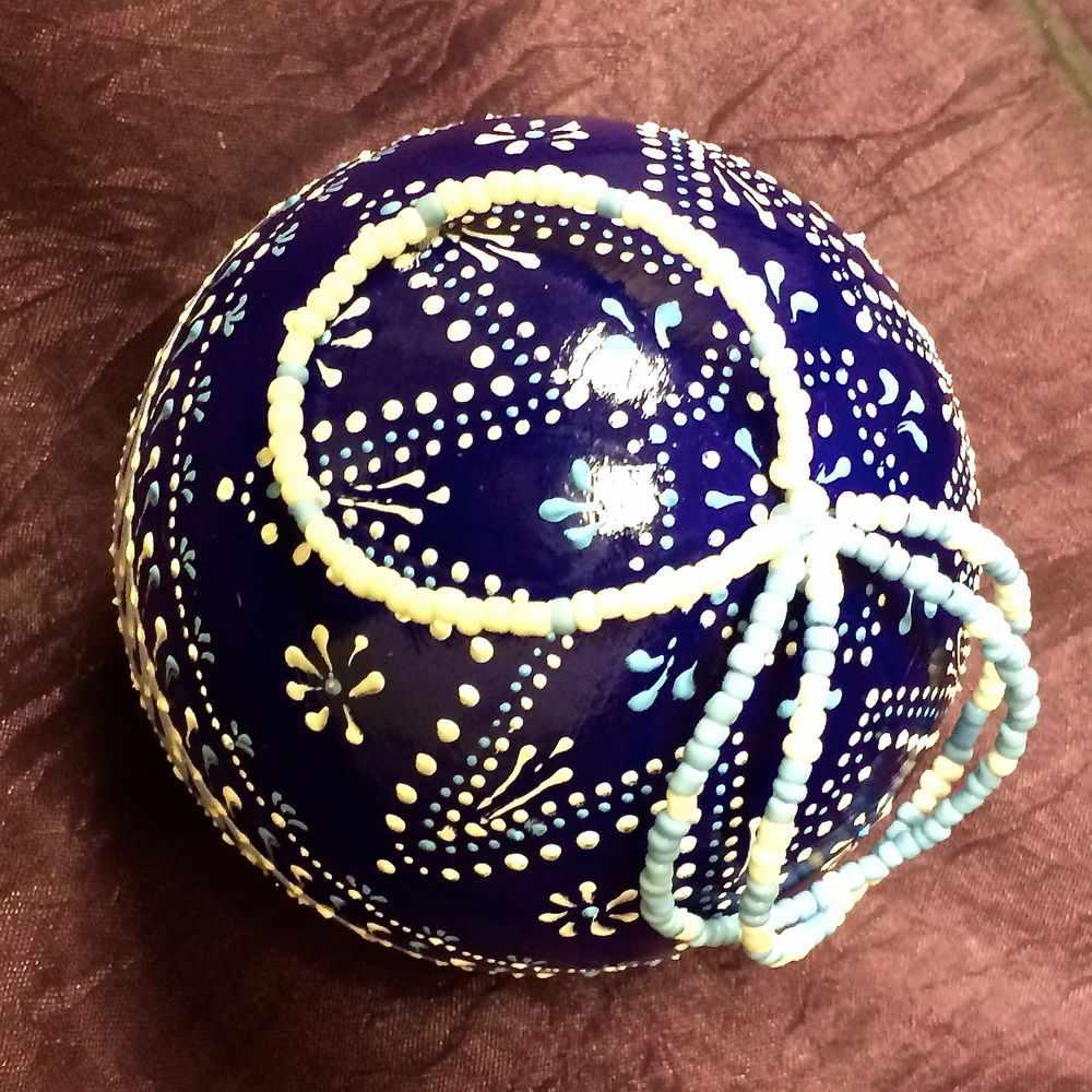 Декупаж новогоднего шара с точечной росписью